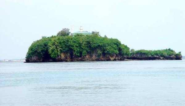 Siete Picados Lighthouse, Guimaras